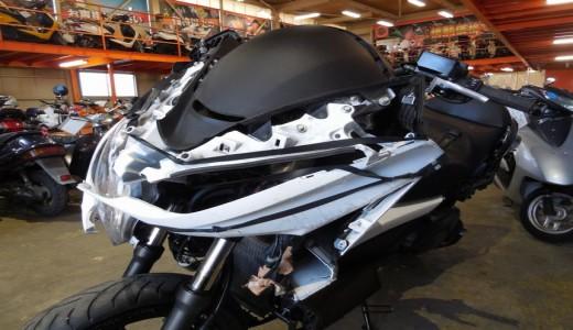 買取した事故車のシルバーウィングGT400